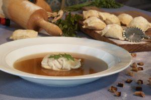 Z'sammglegter Knödel Suppe